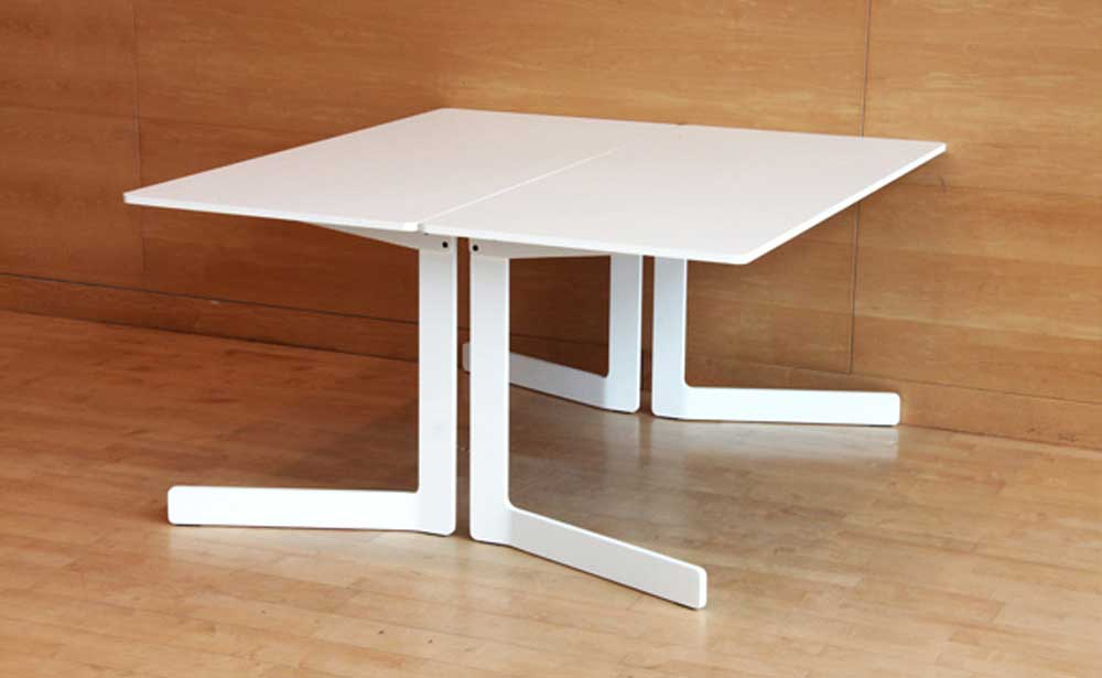 AKKA Folding Table in Pure White