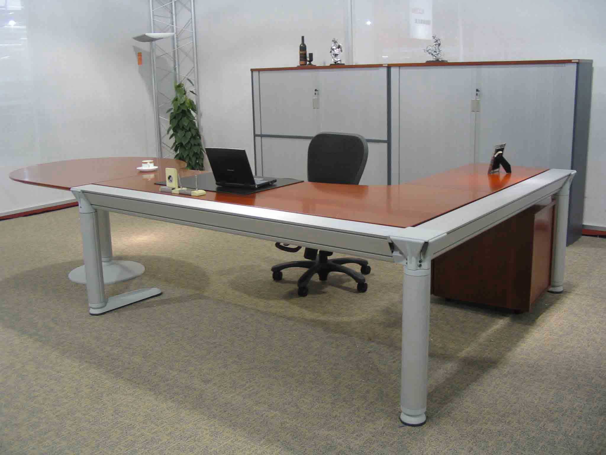 executive modular L-Shaped office workstation