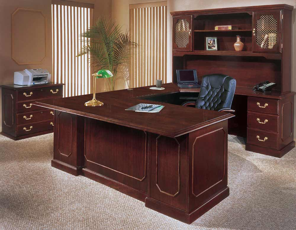 Engraved Moulding Executive Table in Mahogany Finish