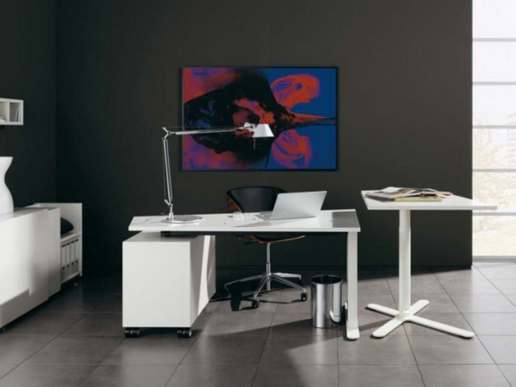 Huelsta contemporary desk furniture in white