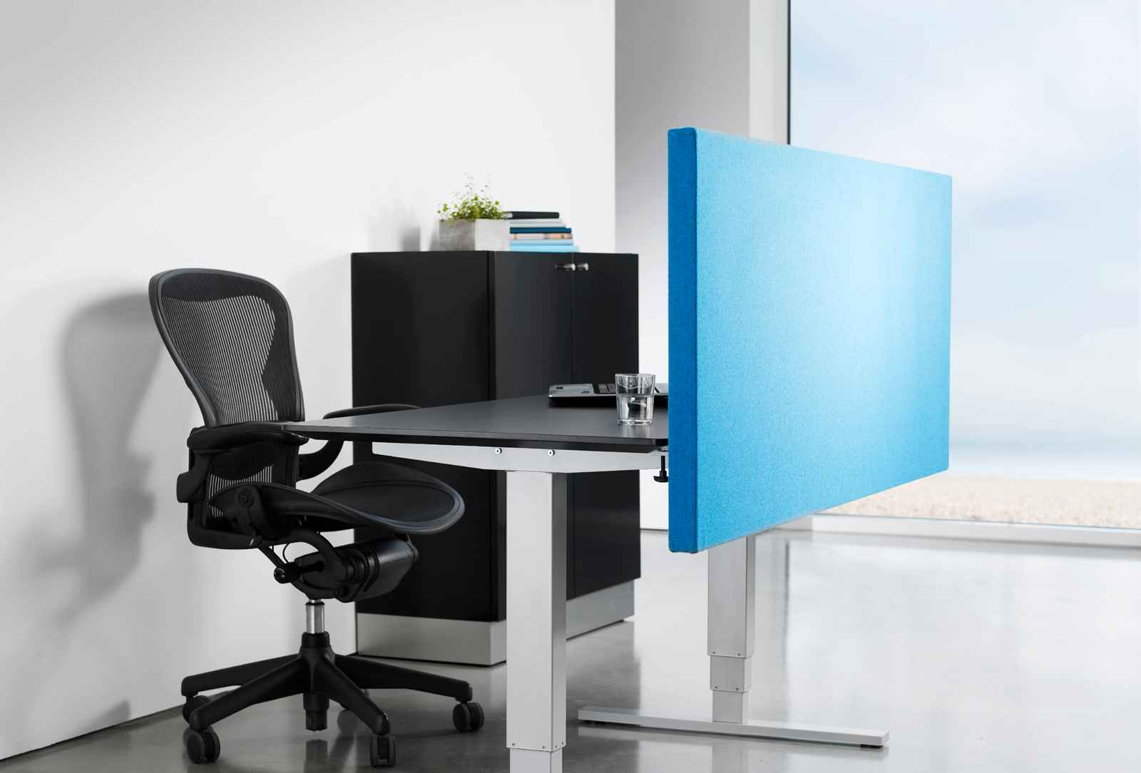 S-Line blue desk partition dividers